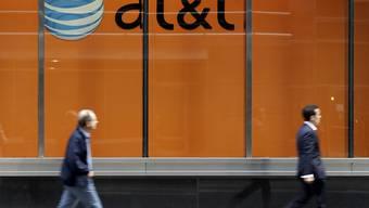 Die US-Regierung legt Berufung ein im Kartellrechtsstreit mit dem Telekomriesen AT&T um die Übernahme des Medienkonzerns Time Warner. (Symbolbild)