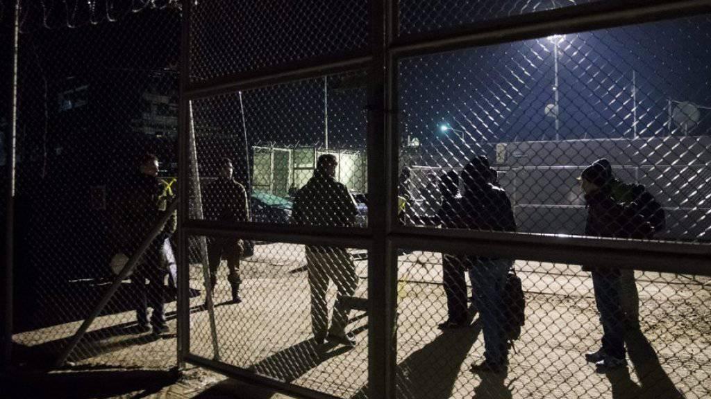 Im Flüchtlingslager Moria auf der griechischen Insel Lesbos ist ein Brand ausgebrochen. Mehrere Tausend Menschen mussten vor den Flammen fliehen. Das Feuer wurde möglicherweise gelegt. (Archivbild)
