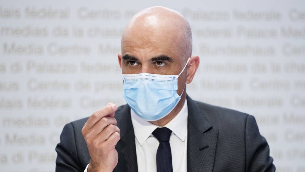 Alain Berset appelliert an die Bevölkerung, die Hygienemassnahmen weiterhin einzuhalten.