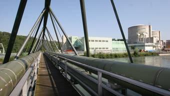 Über diese Brücke führen die Fernwärme-Leitungen der Refuna vom AKW Beznau zu den Kunden.