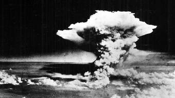 6. August 1945 kurz nach dem Abwurf: Der Atompilz über Hiroshima.