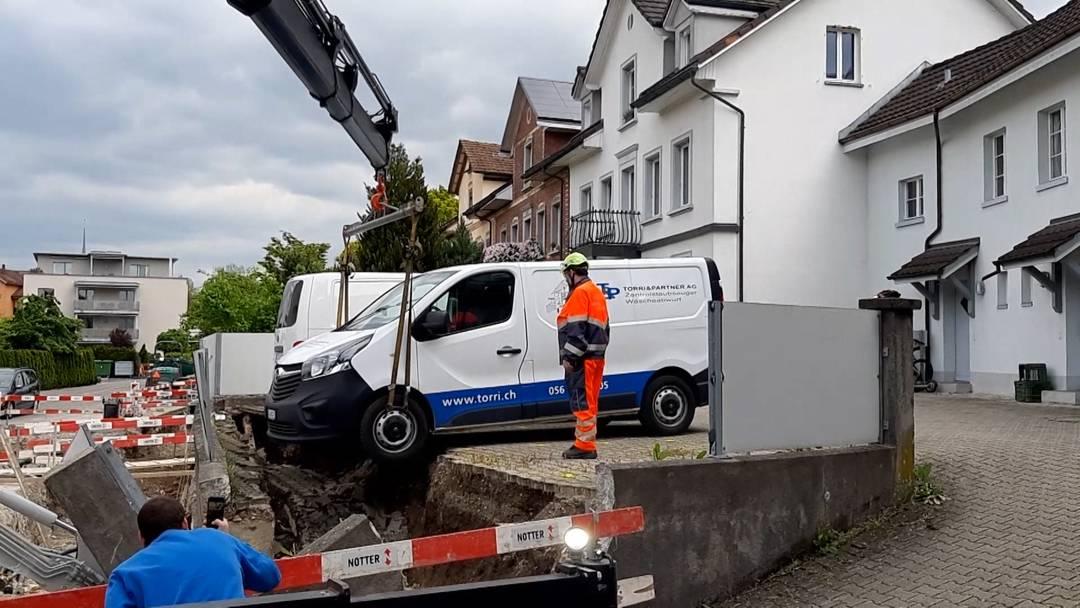 Autos verlieren in Bremgarten den Boden unter den Rädern