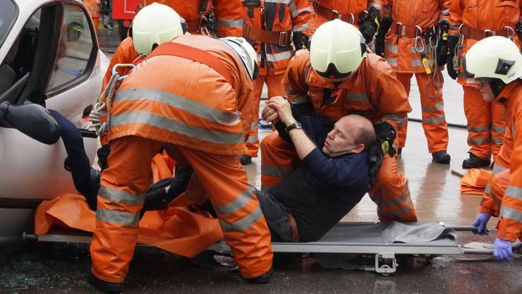Ist die Feuerwehr bald selber Patient? Im Kanton ist die Zahl der Feuerwehrleute in den letzten 10 Jahren von 10 000 auf 8000 zurückgegangen.