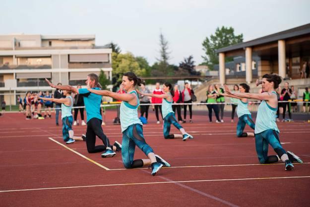 Das Teamaerobic zeigt eine temporeiche und akrobatische Darbietung.