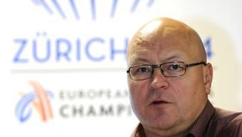 Der Geschäftsführer der Leichtathletik EM, Patrick K. Magyar. Im Hintergrund das Logo der EM in Zürich.