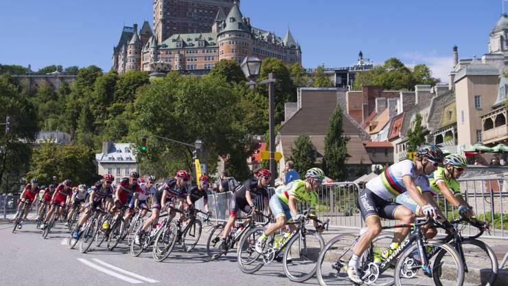 Weltmeister Peter Sagan (rechts) führt das Feld am GP Québec an. Nach 201 km gewann der Slowake das Rennen in der kanadischen Stadt