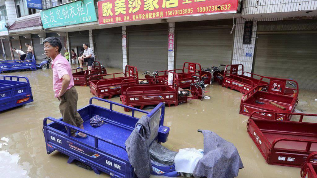 Überflutete Strasse in der Stadt Loudi in Südchina.