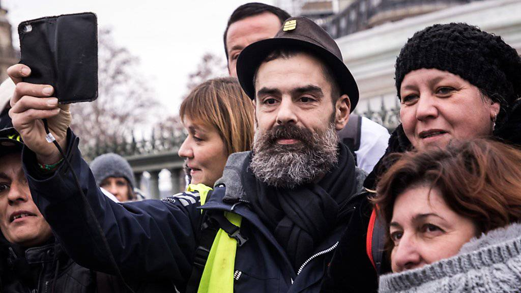 Aktivist Jérôme Rodrigues bei Protesten der Gelbwesten in Paris - drei Wochen wurde er bei einem Polizeieinsatz gegen die Gelbwesten schwer am Auge verletzt. (Archiv)