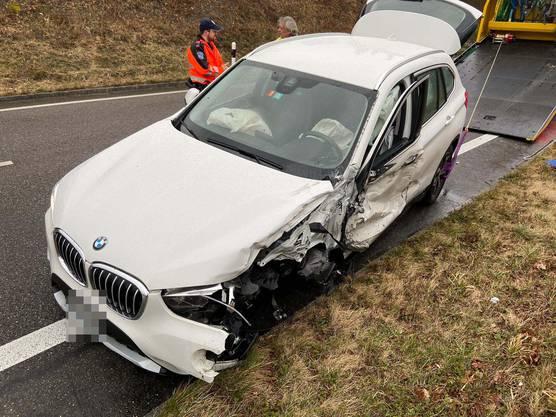 Dort stiess der VW heftig mit einem entgegenkommenden BMW zusammen.
