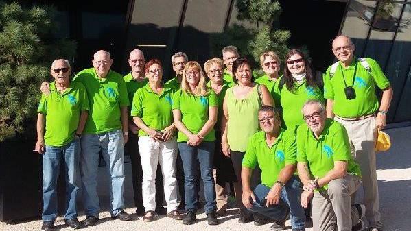 Teilnehmende Aktiv-Mitglieder vor der Umweltarena.