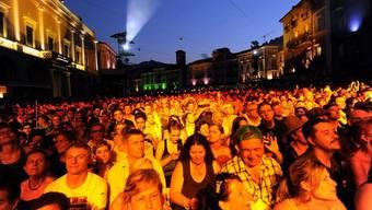 """Das Festival """"Moon and Stars"""" auf der Piazza Grande in Locarno zieht jedes Jahr Tausende Besucher an (Archiv)"""
