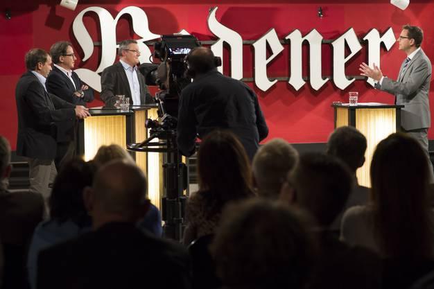 Chefredaktor Christian Dorer befragt die drei Stadtratskandidaten Jürg Caflisch, Erich Obrist und Mario Delvecchio live in der Tele-M1-Sendung «Talk täglich».