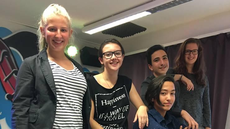 Jugendrat Dietikon im Jugenzentrum Dietikon, von links: Valentina Büschi, Jennifer Peterhans, Omar Camic, Tim Erni, Nina Rasonyi.