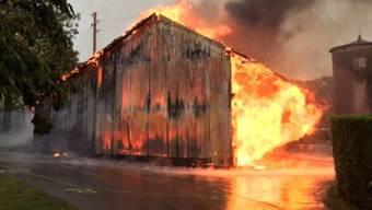 Eine Scheune ist in Luins durch einen Brand zerstört worden. Möglicherweise entstand das Feuer durch einen Blitzschlag.
