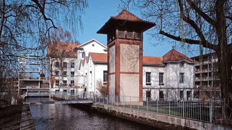 Ein Hauch von Venedig: Siedlung mit Entstaubungsturm der früheren Spinnerei Uster. (Denkmalpflege Kanton Zürich)