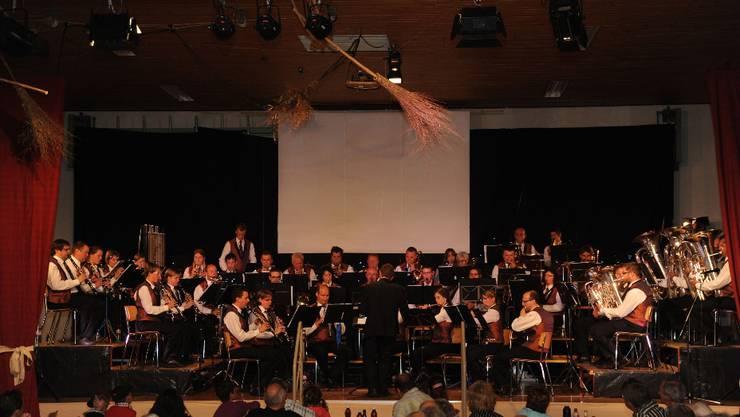 Die Musikgesellschaft Messen in voller Aktion – das Publikum genoss die hochstehende Darbietung.