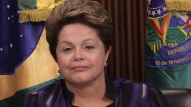 Präsidentin Rousseff hört sich Forderungen der Demonstranten an