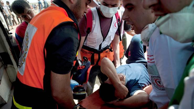 Rund 1700 Menschen wurden den Angaben des Ministeriums zufolge verletzt, darunter Hunderte durch Schüsse.