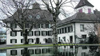 Zu Haben: Das Schloss Belp soll 5,5 Millionen Franken kosten, das Wohnhaus weitere 1,1 Millionen. uz