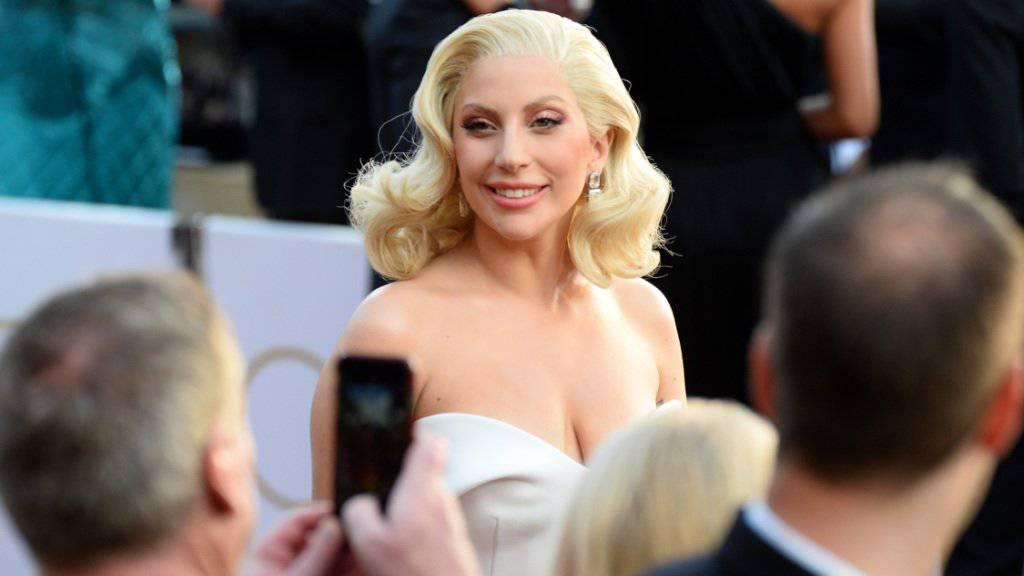Fühlt sich offenbar auch vor der Kamera pudelwohl: Sängerin Lady Gaga will weiter als Serienstar arbeiten.
