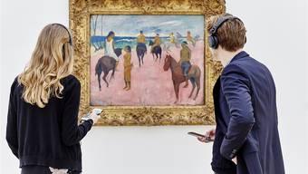#GauguinSounds: Ausstellungsbesucher hören, dass etwa alt Bundesrat Moritz Leuenberger dieses Bild mit «Take it Back» von Pink Floyd assoziiert.