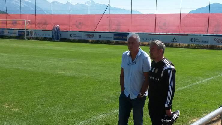 Zwei, die sich bestens kennen und nun beim FCB wieder zusammenarbeiten: Urs Fischer (rechts) und Bernard Challandes im FCB-Trainingslager in Crans-Montana.