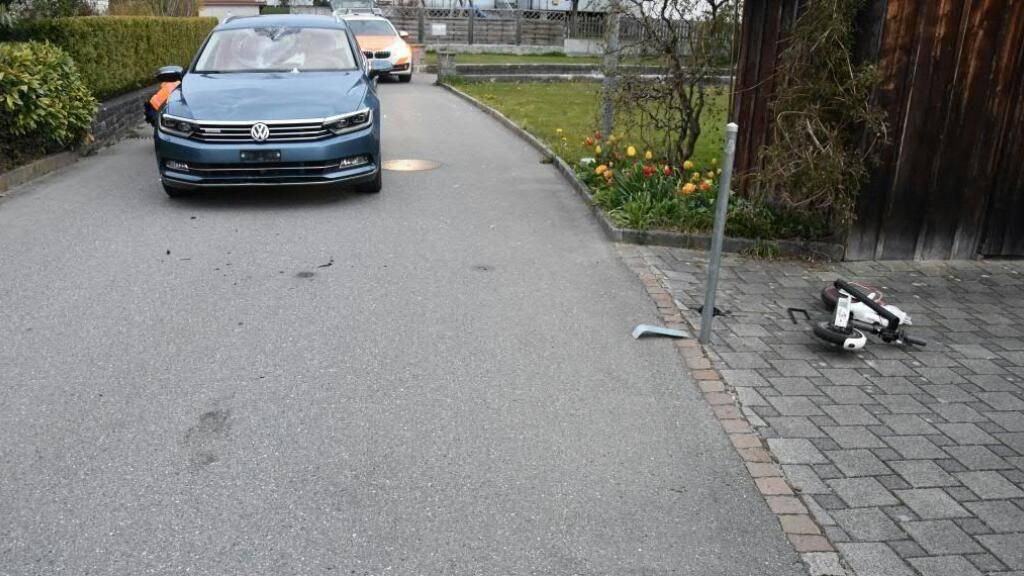 Fahrer von E-Trottinett bei Kollision mit Auto verletzt