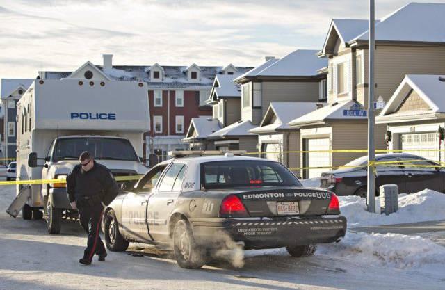 Polizei-Ermittler bei einem der drei Tatorte in Edmonton