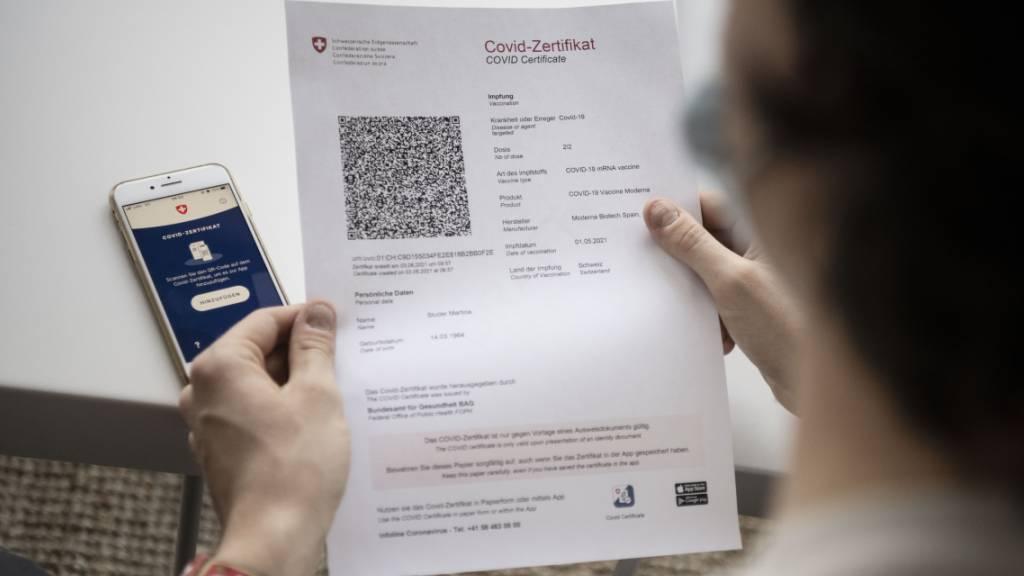 2'462'876 Zertifikate wurden in der Schweiz bisher für vollständig Geimpfte ausgestellt,  62'603 Genesene erhielten ebenfalls ein Zertifikat. (Archivbild)