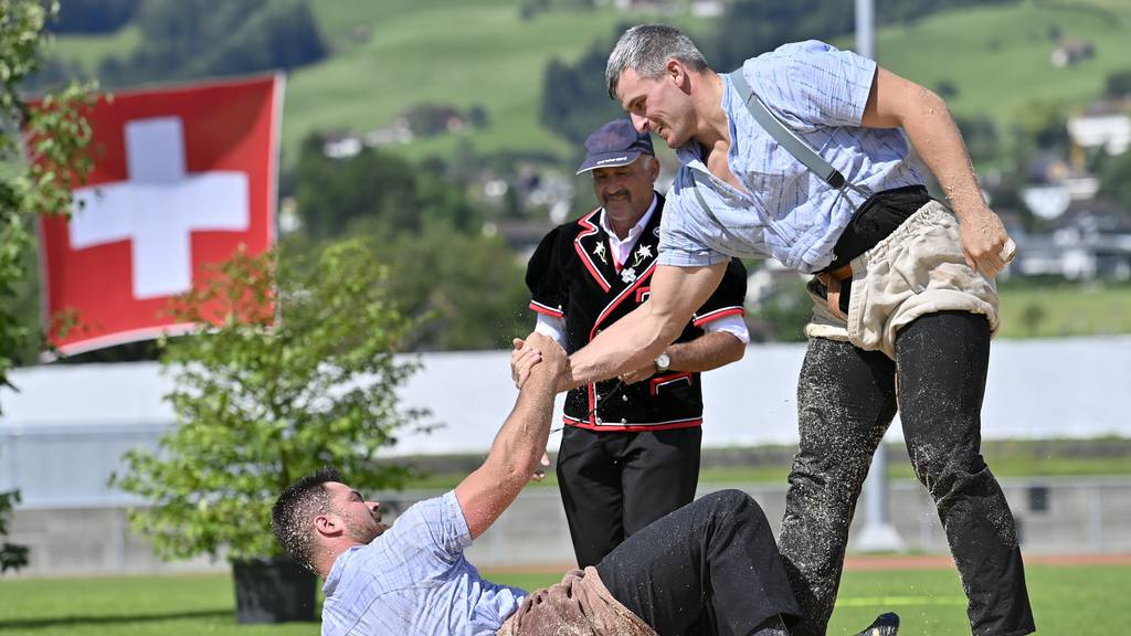 Ostschweizer Dominanz in Ibach: Souveräner Sieg von Samuel Giger