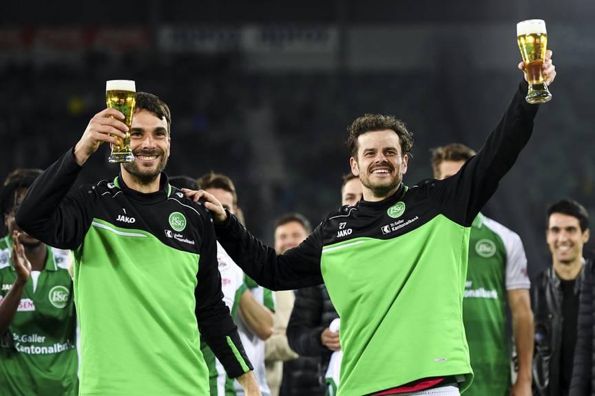 Der FCSG gibt zu, dass Daniel Lopars (links) neben jenem von Tranquillo Barnetta unterging. (Bild: Keystone/Gian Ehrenzeller)[/cap