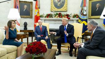 Nancy Pelosi, Mike Pence, Donald Trump und Chuck Schumer im Oval Office am Dienstag.