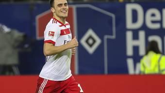 Filip Kostic freut sich über seinen Treffer