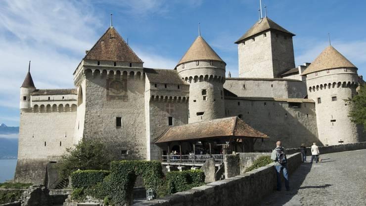 Das Schloss Chillon verzeichnet 2019 erneut einen Besucherrekord. Die Festung am Genfersee ist seit Jahren das meistbesuchte historische Gebäude der Schweiz. (Archivbild)