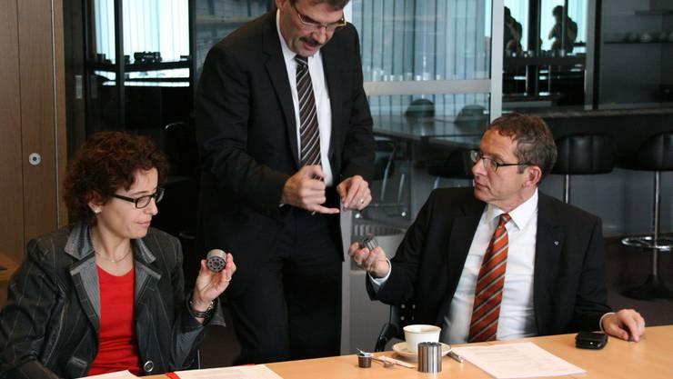 Annelise Alig Anderhalden, Leiterin Standortmarketing Aargau, Beat Fawer, Leiter Stanzwerk AG und Regierungsrat Urs Hofmann (v.l.).