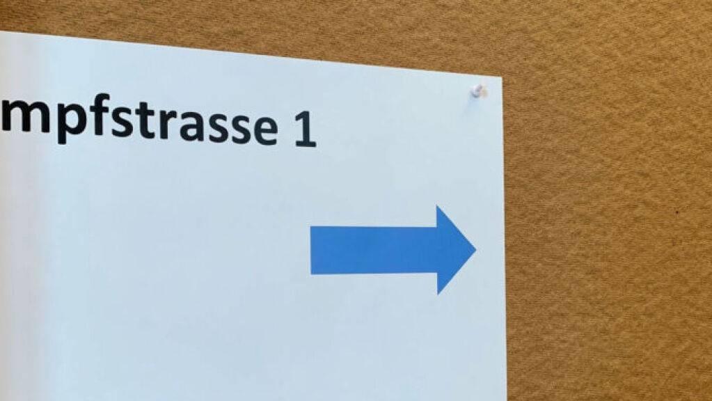 Der Start zu den Covid-19-Impfungen im Glarnerland ist laut Behördenangaben geglückt. Das kantonale Impfzentrum befindet sich in Ennenda.