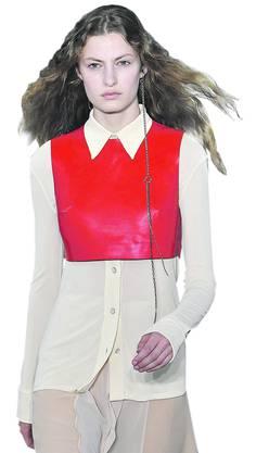 Weniger schrill als die Konkurrenz: Ein Outfit von Acne Studios . Bild: Getty Images
