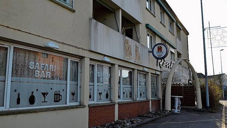 Oben an der Safari-Bar im ehemaligen «Rössli» in Unterentfelden wohnen die Asylbewerber der kantonalen Unterkunft.