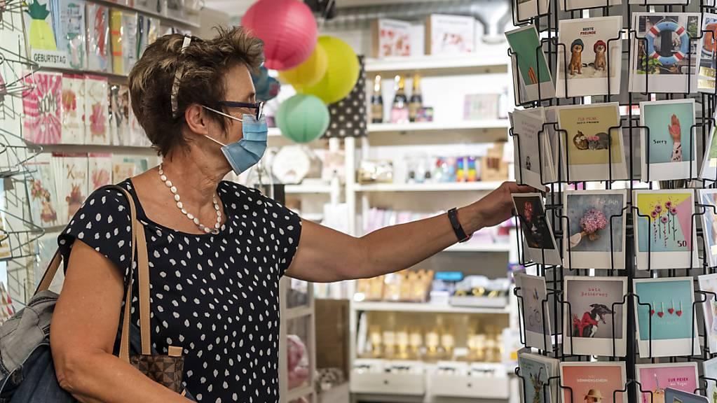 Die Maskenpflicht in Geschäften stösst in der Schweiz auf breite Zustimmung. (Archivbild)