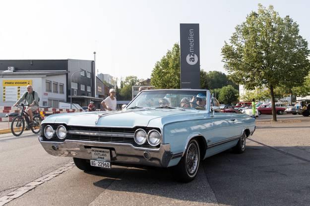 Karosserieform: Cabriolet  Baujahr: 1965 Hubraum: 5.2 Liter Zylinder:  8 Höchstgeschwindigkeit: 160 km/h    Leistung:  210 PS Gewicht:  1400 kg