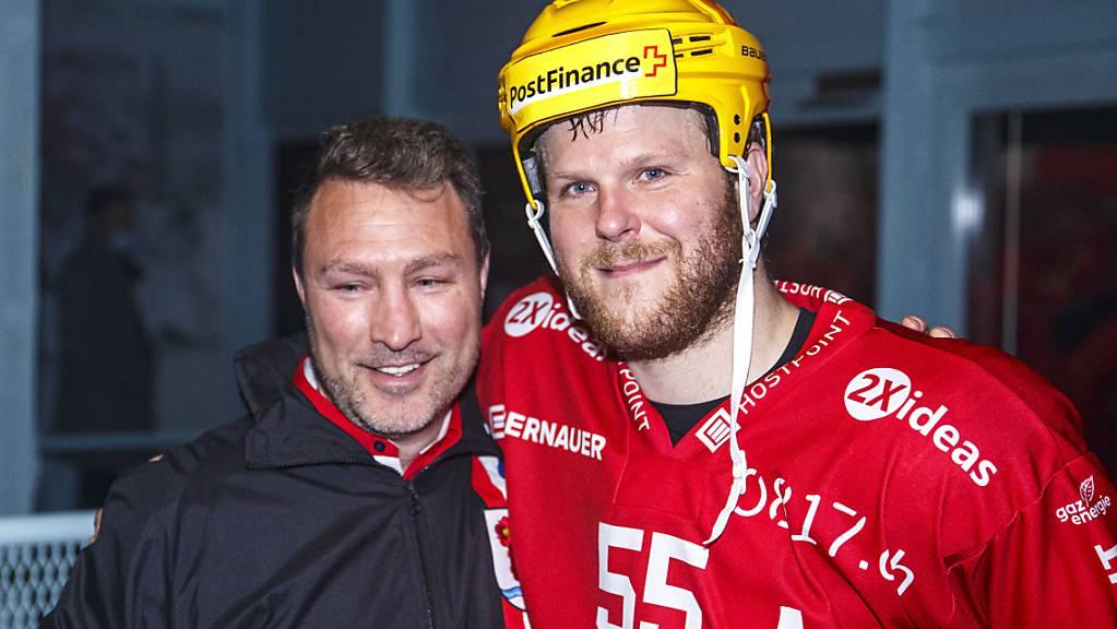 Daniel Vukovic (rechts) mit seinem letztjährigen Trainer bei Rapperswil, Jeff Tomlinson.