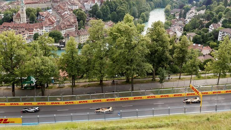 Sinnloser Gigantismus für die Kritiker, unbezahlbare Bilder für die Touristiker: Elektro-Boliden vor der Berner Altstadt.