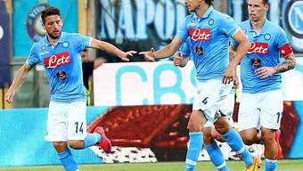 Feiert mit seinen Teamkollegen: Napolis Dries Mertens (l.)