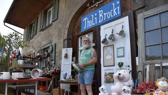 Thomas Steffen nutzt bei seiner «Brocki» in Hornussen auch den Vorplatz als Verkaufsfläche.