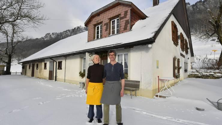 Gabi Fischer und Andreas Deola sind Pächter des Berggasthofes Hofbergli oberhalb von Farnern