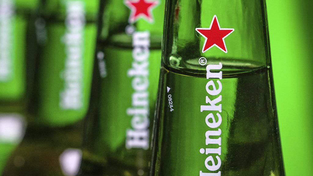 Der Bierbrauer Heineken hat im heissen Sommer mehr Bier verkauft. (Archivbild)