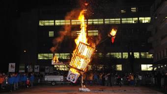 In Grenchen übergab der Obernarr die Macht wieder dem Stadtpräsidenten, dann wurde der Böögg verbrannt