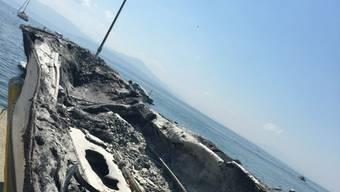 Das Feuer breitete sich vom Bug auf das ganze Schiff aus - es wurde völlig zerstört. Die beiden Bootinsassen wurden mit Verbrennungen in Spital eingeliefert.