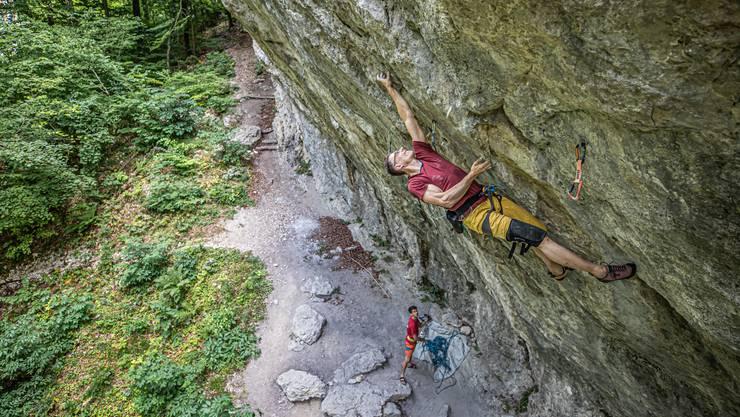 Chris Frick klettert am Chuenisberg: Der Fels verhalf dem Basler Jura zu seinen «fifteen minutes of fame».