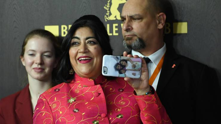 """Rührte das Berlinale-Publikum mit ihrem ausser Konkurrenz laufenden Film """"Viceroy's House"""" zu Tränen: Regisseurin Gurinder Chadha (Mitte)."""